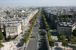 Champs-Élysées parijs. Een van de bekendste bezienswaardigheden in Parijs. Het is de meest bezochte winkelstraat.