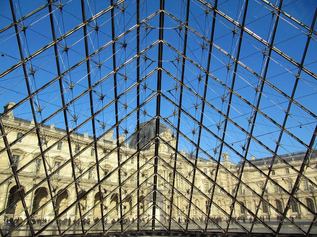 Het Louvre. Een van de vele bezienswaardigheden in Parijs.