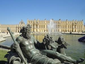Bezienswaardegheden Parijs. Standbeeld aan Paleis van Versailles